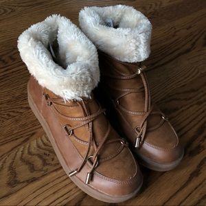 Mi.iM Fur Winter Camel Booties with Laces size 9